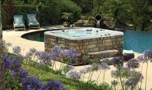 Amplasarea unui jacuzzi langa piscina