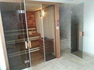 Amsamblu sauna finlandeza si baie de abur