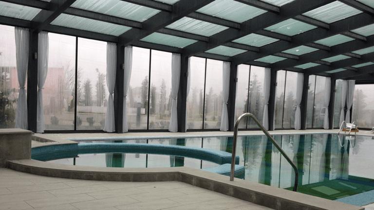 piscina eleganta